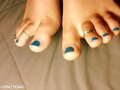 Glow in the dark toes polish